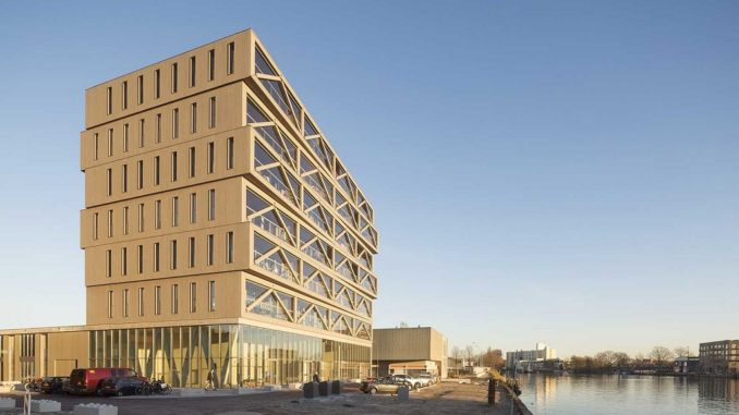Архітектори запропонували концепт дерев'яного будинку, що живиться сонячною енергією