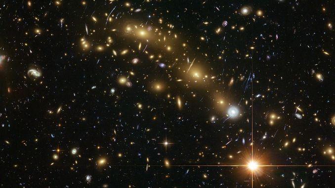 """Космічний телескоп Hubble """"побачив"""" древні галактики"""