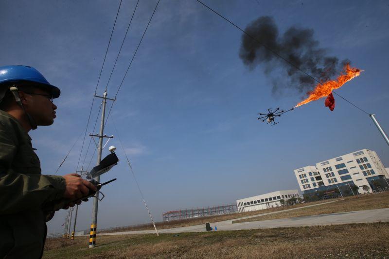 Безпілотник + вогнемет ='' засіб для очищення від сміття високовольтних ліній
