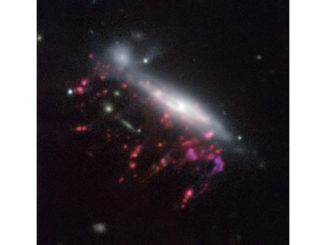 Астрономи виявили надмасивні чорні діри, які харчуються галактиками-медузами