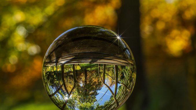 Як фотографувати через скляну кулю