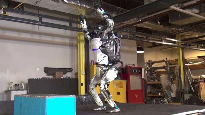 Boston Dynamics навчили людиноподібного робота робити сальто
