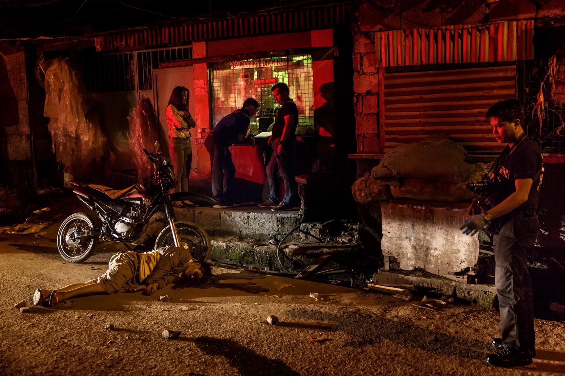 41-річний Анджеліто Лучано був місцевим офіцером громади добровольців, який допомагав міліції діяти проти наркотиків. За словами поліцейських звітів, він був убитий у тому, що, був пов'язаний із вживанням наркотиків.