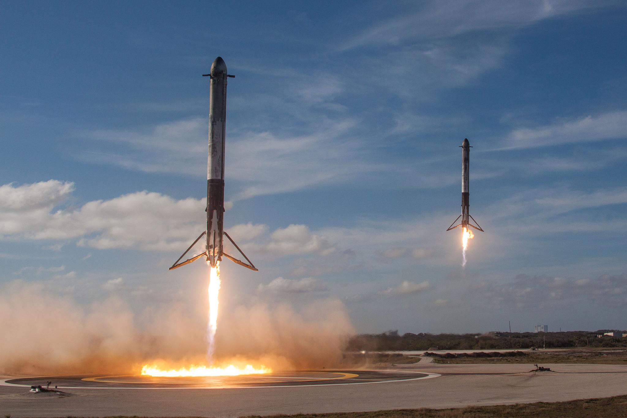 призеслення бокових ступінів Falcon Heavy