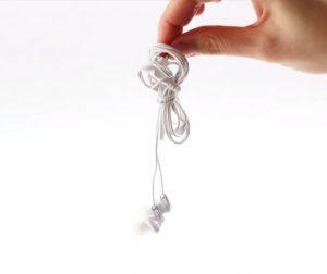 Як скласти навушники, щоб вони не плуталися