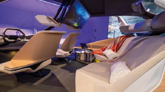 Авто інновації BMW кіно в автомобілі