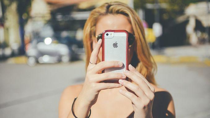 iPhone дівчина