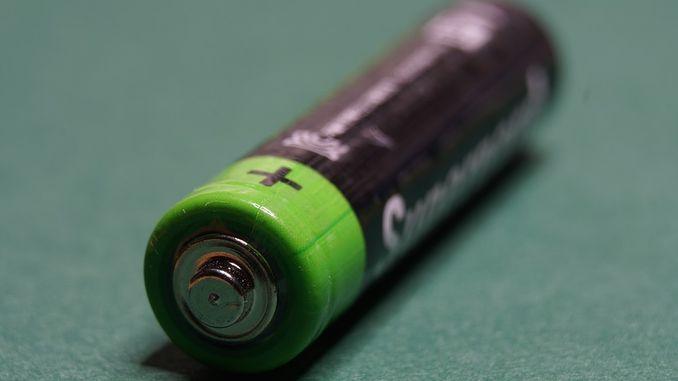 очистити контакти після протікання батарейки