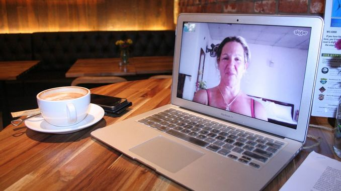 сервіси для відеозв'язку сервіс відеочату кращий скайп дистанційне навчання кава робота ноутбук як проводити відеоконференції в Microsoft Teams
