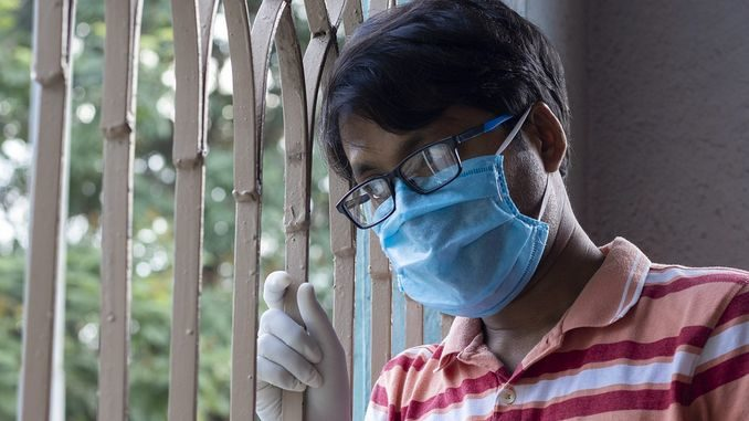 Через маску запотівають окуляри карантин самоізоляція коронавірус
