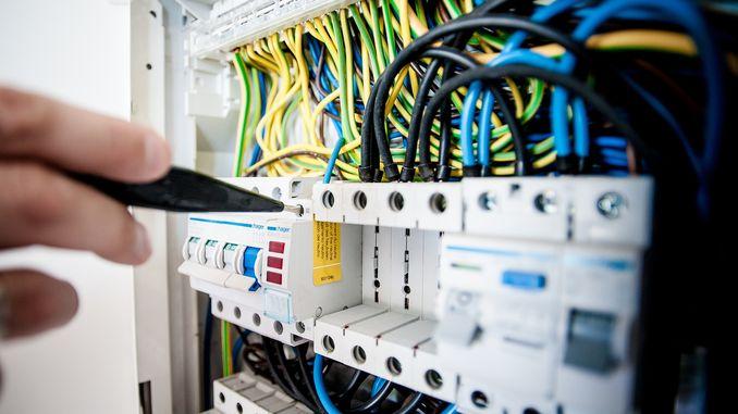 Чому проводку не кладуть «по діагоналі» щиток кабель проводка електрика