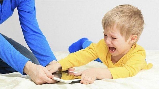 Як контролювати використання телефону дитина планшет плач істерика