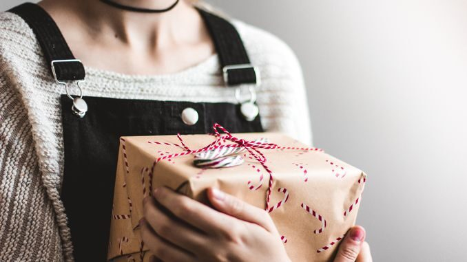 Кращі подарунки гаджети для жінок на 8 березня