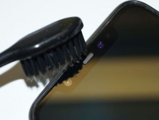 Як почистити динамік телефону